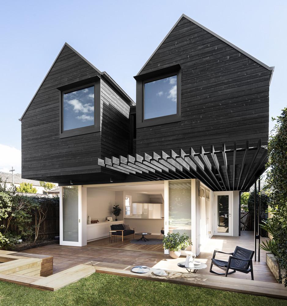 Twin Peaks Cottage o la remodelación exitosa de una casa muy aburrida en algo espectacular