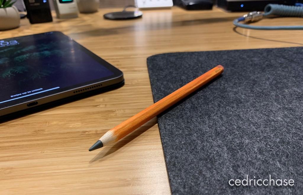 Este entusiasta le ha dado al Apple Pencil 2 la apariencia y el tacto de un lápiz de madera tradicional