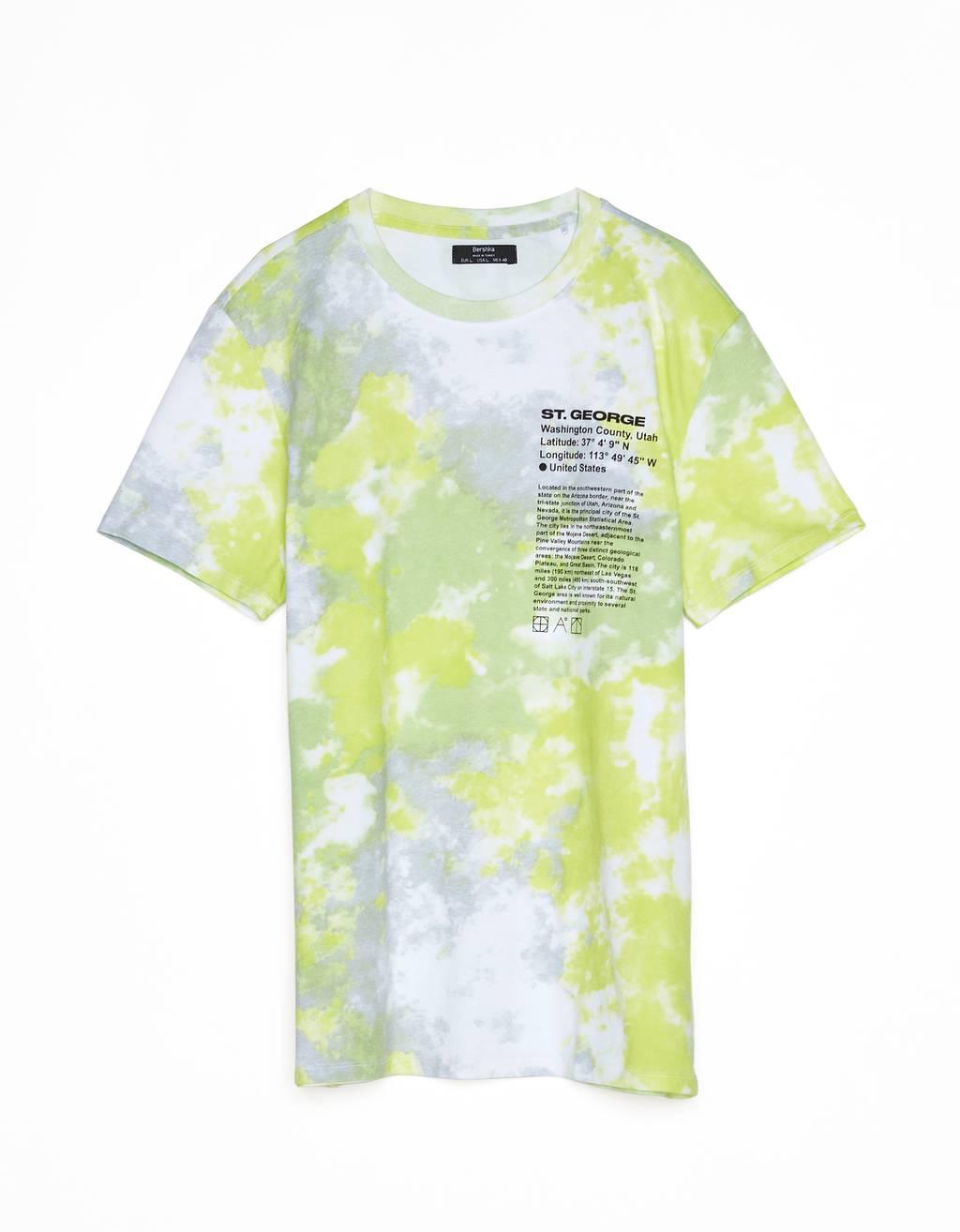 Camiseta con estampado tie dye.