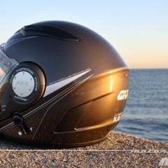 Foto 3 de 38 de la galería givi-x-09-prueba-del-casco-modular-convertible-a-jet en Motorpasion Moto