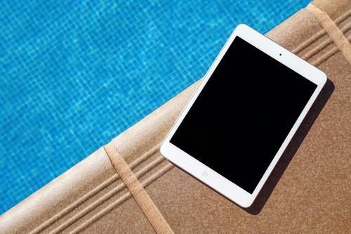 21 dispositivos y accesorios para llevarnos de vacaciones o acompañarnos durante el verano compatibles con iPhone, iPad o Mac