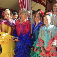Guillermo y Máxima de Holanda disfrutan de la Feria de Abril con sus hijas vestidas de flamenca