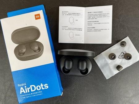 """Los """"AirPods de Xiaomi"""" arrasan en eBay: tienen estuche de carga y están en oferta por sólo 10,65 euros"""