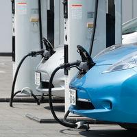 Iberdrola y las gasolineras Avia pactan 500 puntos de recarga para coches eléctricos