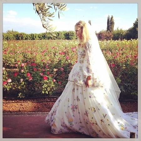 Poppy Delevingne, de nuevo, se viste de novia. Y está perfecta