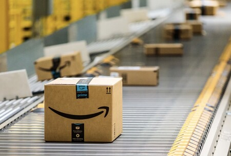 Cajas de Amazon en un centro logístico