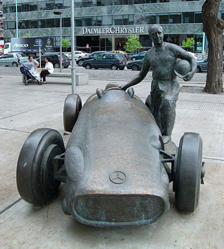 Estatua de Fangio en Buenos Aires (similar a la del Circuit de Catalunya)