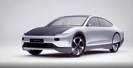 El Lightyear One es un eléctrico con autonomía de hasta 725 km y capacidad de recarga solar