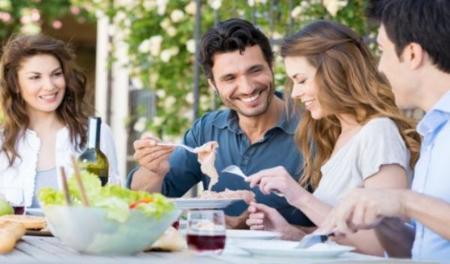 Tips para cuidar tu dieta en comidas fuera de casa