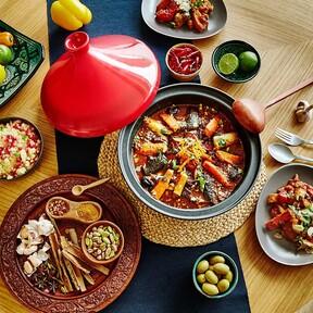 Lleva la magia de la gastronomía marroquí a tu mesa con esta selección de tajines