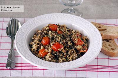 Lentejas con mijo y tomates salteados. Receta saludable