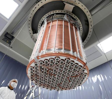 """Donde dije materia oscura, digo energía oscura: unos investigadores reinterpretan la """"extraña señal"""" que detectó el XENON1T"""