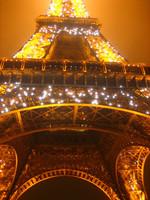 La torre Eiffel brillará menos