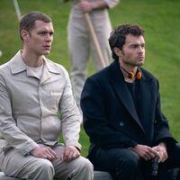 'Brave New World' es la primera cancelación de Peacock: la adaptación de la novela de Aldous Huxley no tendrá temporada 2