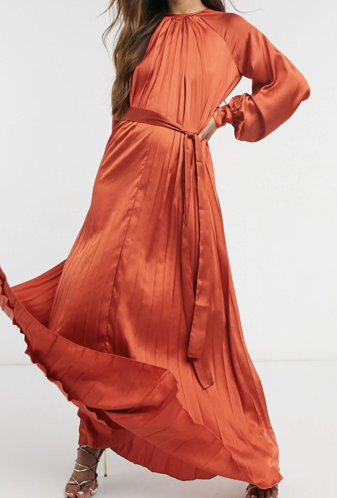 Vestido largo en color teja de corte trapecio plisado con cinturón de raso de ASOS DESIGN