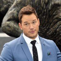 Chris Pratt se envuelve en tonos celestes para el Photocall de 'Jurassic World' en Londres