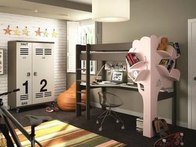 Un árbol es la estantería perfecta para la habitación de los niños