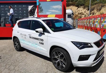 La DGT, SEAT y Telefónica quieren unir los coches conectados y el Internet de las Cosas para reducir la siniestralidad