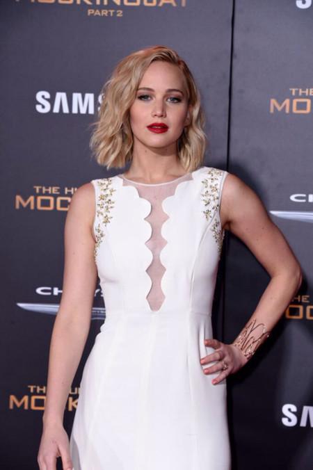 De blanco y a lo Marilyn Monroe, Jennifer Lawrence seduce a LA en el estreno de Los Juegos del Hambre