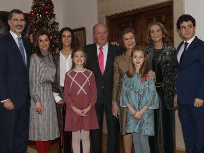Doña Letizia recicla un vestido de la Reina Sofía ¡y nos encanta!