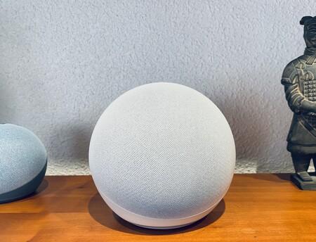 """Echo, análisis: no es solo un altavoz inteligente con sonido sorprendente, es el """"balón de oro"""" de Amazon en calidad precio"""