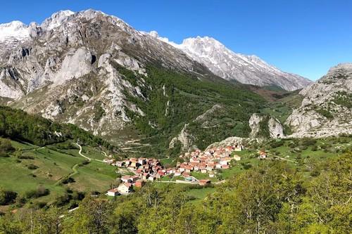 Vacaciones de montaña en Sotres, el pueblo más alto en Asturias