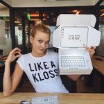 La faceta menos conocida de la modelo Karlie Kloss: le gusta tanto la programación que tiene su propio campamento, Kode with Klossy