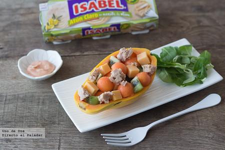 Ensalada de papaya, kiwi, cheddar y atún Isabel con salsa rosa