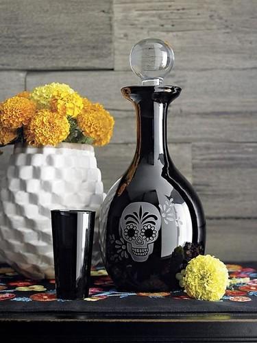 ¿Necesitas un decantador de vino para la noche de Halloween? Aquí tienes uno perfecto