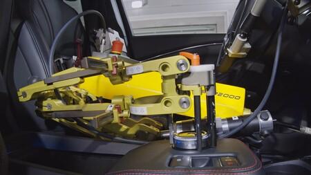 Lo nuevo de Ford son estos robots conductores para sustituir a los pilotos humanos que prueban sus autos a temperaturas bajo cero