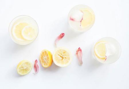 Receta de limonada con aroma de rosas