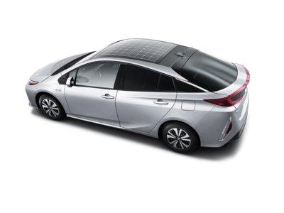 Al próximo Toyota Prius plug-in le crecen paneles solares en el techo