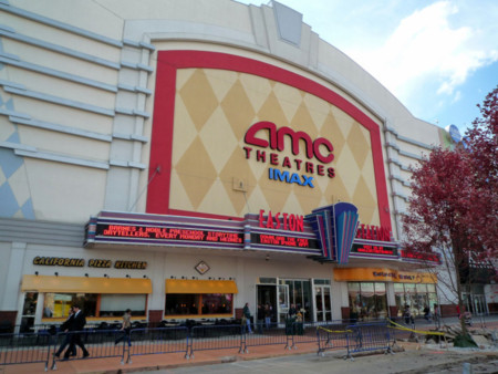 Después de todo, permitir celulares dentro de las salas de cine resultó ser una pésima idea para AMC
