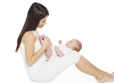 Aunque el bebé no imite tus gestos, no dejes de intentarlo