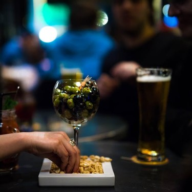 No era una noticia sangrienta de Halloween: este bar te hace descuento si tienes el periodo