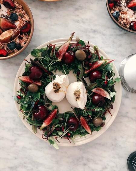 11 ideas para convertir tus ensaladas y aperitivos en originales coronas de Navidad estas fiestas (y no puede ser más fácil)