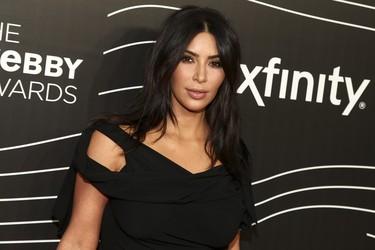 El look más discreto de Kim Kardashian, un acierto para recoger su premio Break the internet