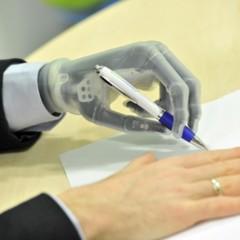 mano-bionica-controlada-por-ordenador