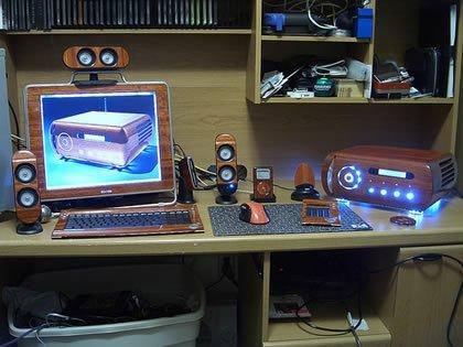 Colección de ordenadores y periféricos de madera