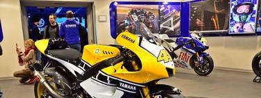 Un día cualquiera en Yamaha Racing; caminando entre las MotoGP campeonas de Rossi y Lorenzo
