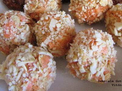Bombones de zanahoria, avena y almendras. Receta saludable