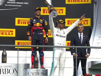 Lewis Hamilton gana en Spa-Francorchamps con Vettel pisándole los talones. Alonso se retira