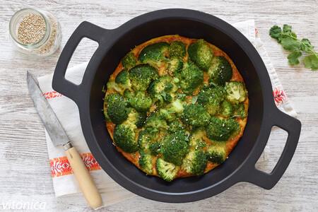 Tortilla de brócoli al horno: receta saludable fácil y ligera