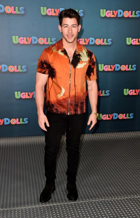 La Camisa Hawaiiana Ya No Resulta Un Cliche De Verano Cuando La Luces Como Lo Hace Nick Jonas 3