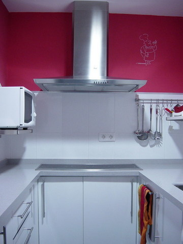 Pintar la cocina en fucsia - Pintar encimera cocina ...