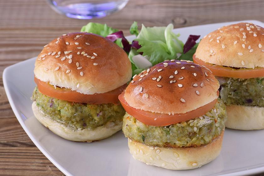 Mini hamburguesas de aguacate y quinoa. Receta vegana