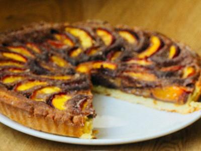 Tarta de nectarinas con relleno de chocolate. Receta de Primavera