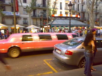 Limusina rosa Barcelona Las Ramblas