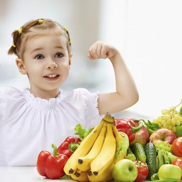 Qué alimentos darles para reforzar las defensas de los niños y evitar enfermedades