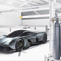 El Aston Martin Valkyrie quiere romper las leyes físicas con 1.145 CV y una relación peso-potencia menor a 1:1